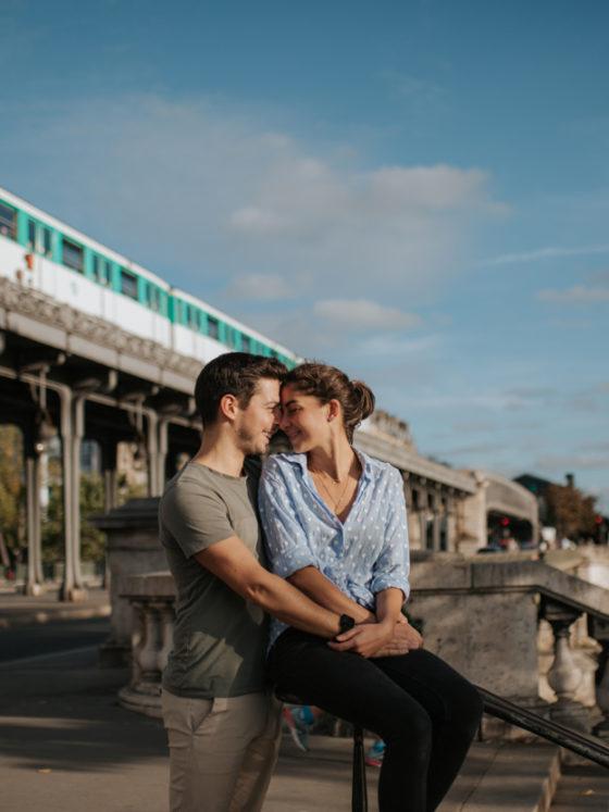 Couple métro aérien pont Bir Hakeim