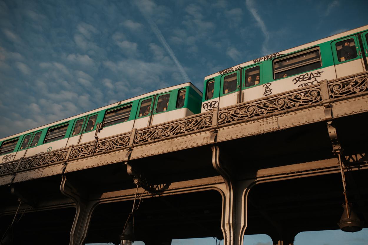 Métro aérien Pont Bir Hakeim Viaduc de Passy Ile aux Cygnes Seine Paris 15e