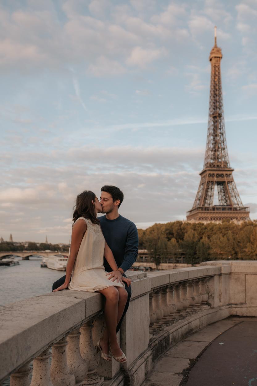 Séance engagement Tour Eiffel Pont Bir Hakeim Seine Paris 15e