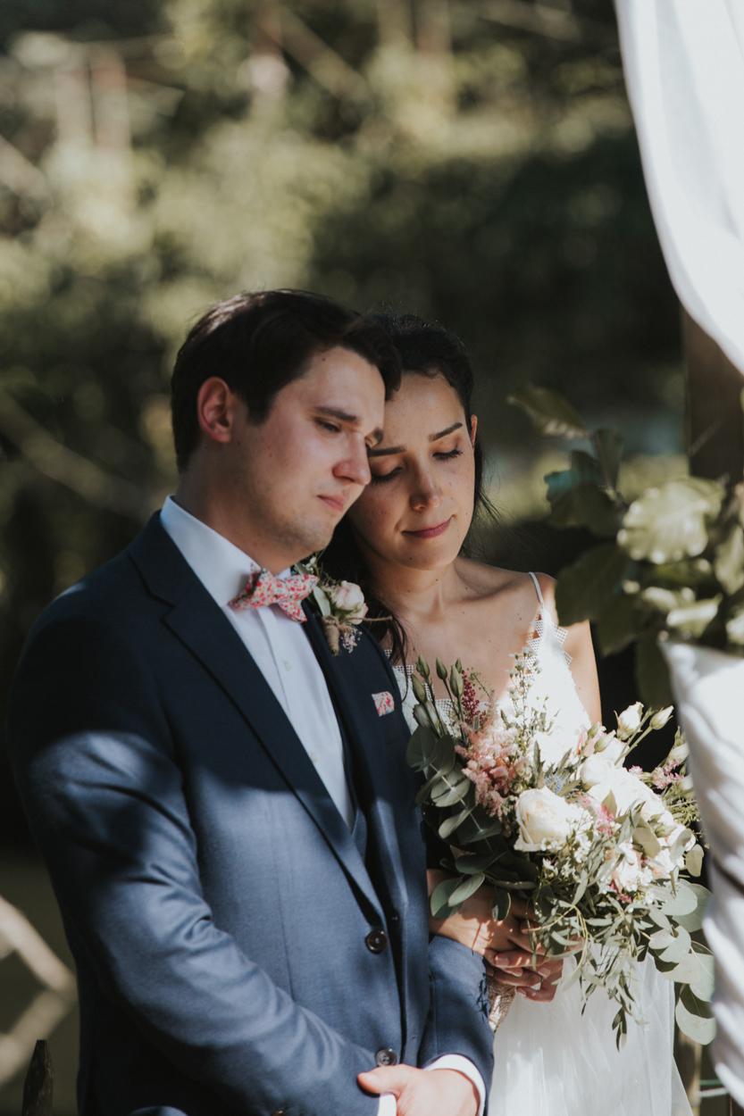mariés cérémonie religieuse extérieure