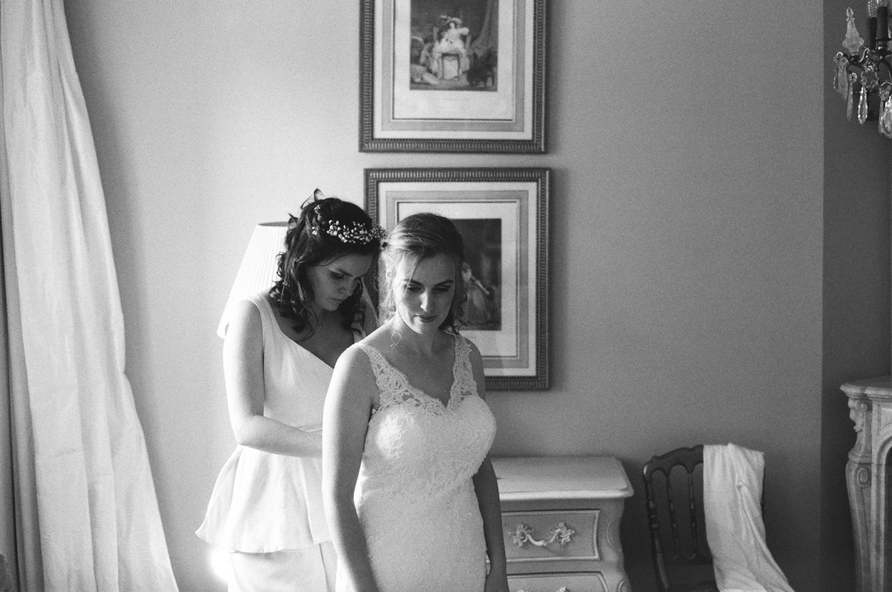 préparatifs mariée et sa soeur domaine laumondière mariage
