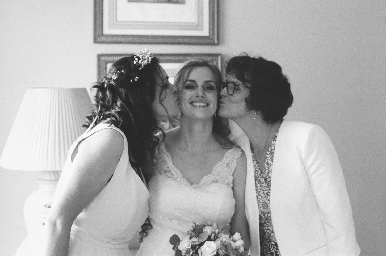 mariée avec sa mère et sa soeur mariage domaine laumondière