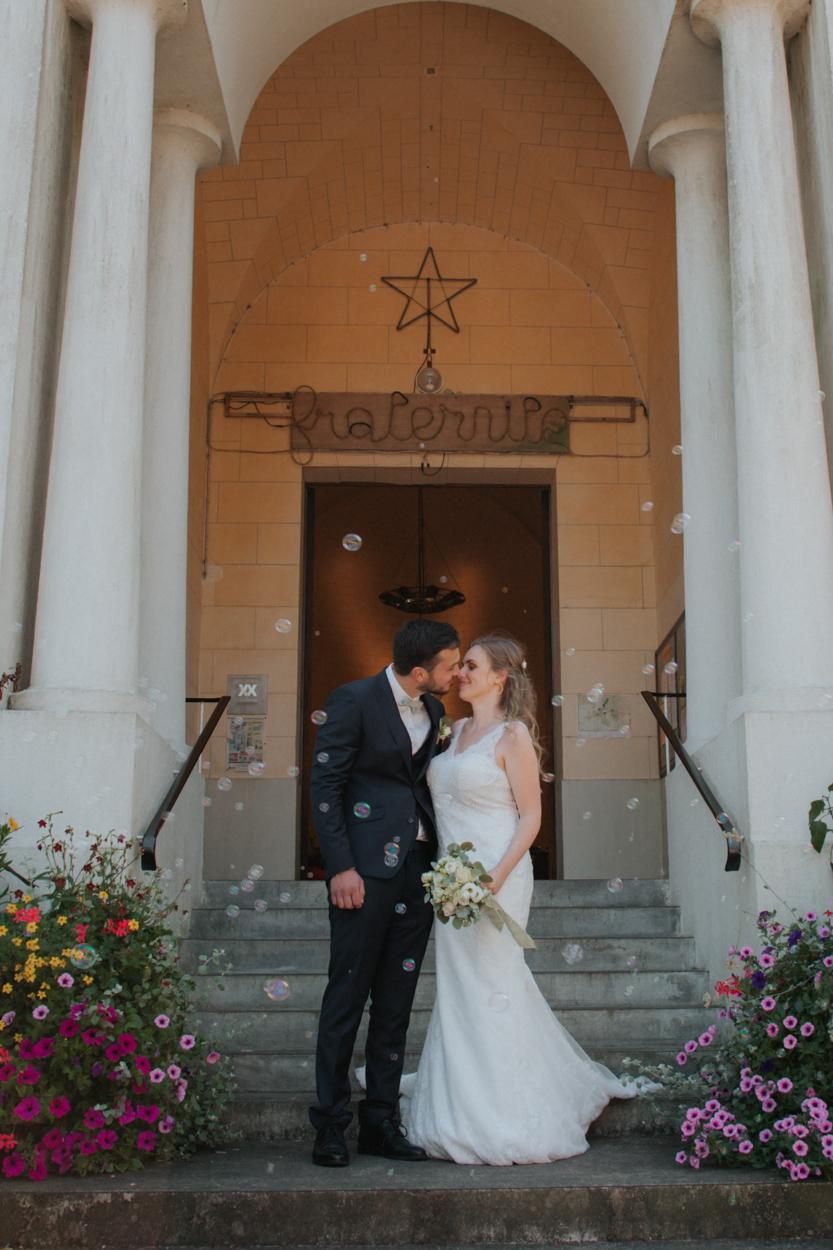 baiser des mariés église Sacré Coeur Bagnoles de l'Orne