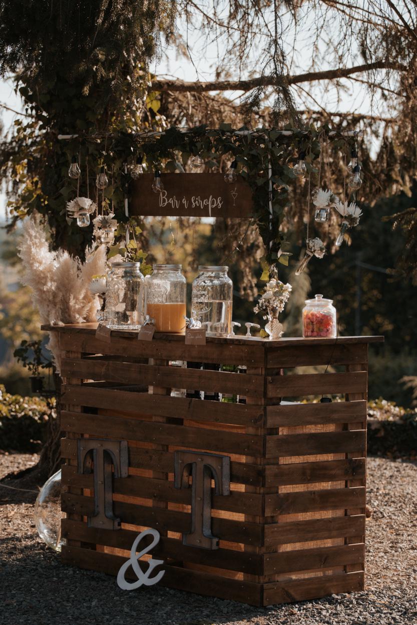 buvette bar à sirop en bois palette DIY mariage domaine laumondiere
