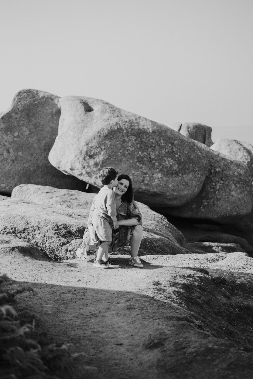 mère fils bretagne rochers granit trégastel