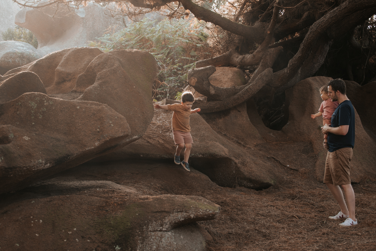 dolmens bretagne séance famille enfants rochers